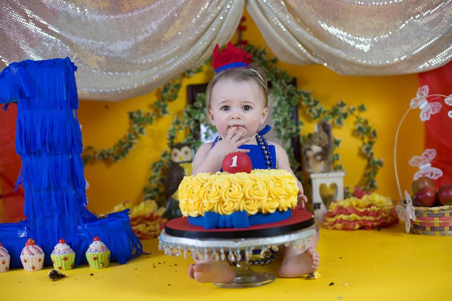 snow white theme cake smash photoshoot bangalore